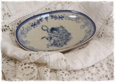 Heel Lief Romantische Zeepschaal Met Blauwe Decoratie, Enge