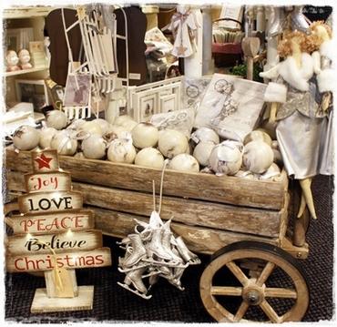 Brocante Kerstboom, Hout, Joy, Love Peace Met Ledlichtjes, 42,5 Cm. Hoog.