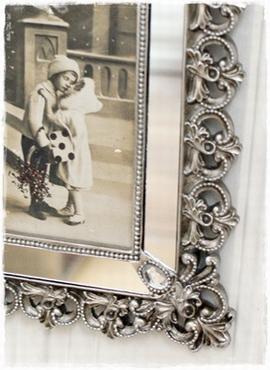 Supermooie Fotolijst Met Spiegeltjes Aan De Zijkanten 24×19 Cm.