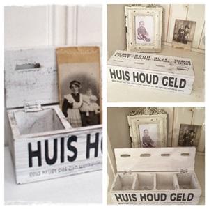 Zoals Het Vroeger Was, HOUSHOUDGELDKISTJE Van Hout Met 4 Vakken.
