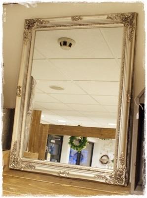 Mooie Brocante Spiegel In Baroc, Lijstkleur Is Old Zilver