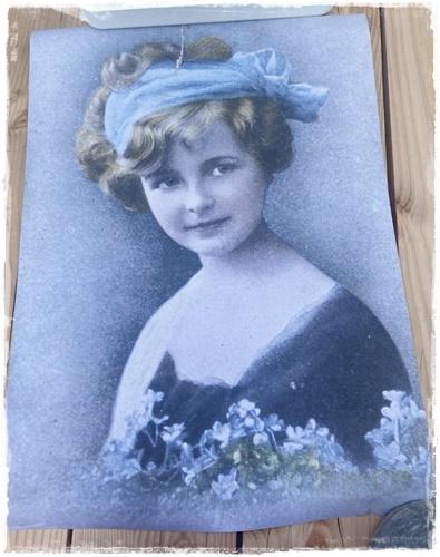 JDL Poster, 50 X 70 Cm. Lovely Girl. Nostalgische Kleuren