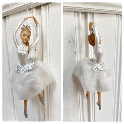 Prachtige Ballerina , Wit Gekleed Met Kant, En Kroontje Op Hoofd, 17 Cm. Groot.