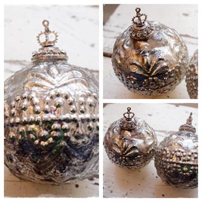 Supermooie Grote Armeluiszilver Kerstbal Met Kroon 12×10 Cm