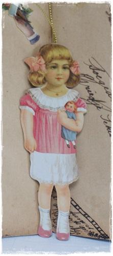 Victoriaanse Hanger Meisje Met Roze Strikjes In Het Haar 13,5 Cm. Groot